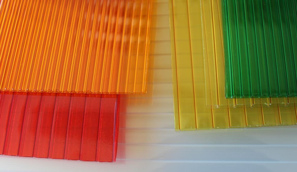 barevný polykarbonát
