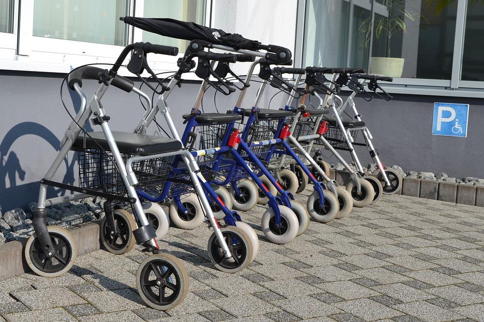 K čemu slouží invalidní chodítko
