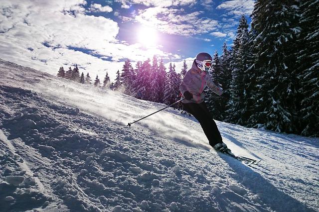 mladá lyžařka