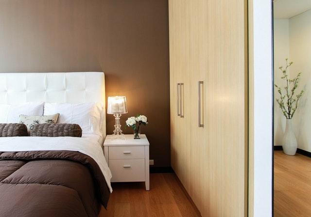 ložnice a skříň