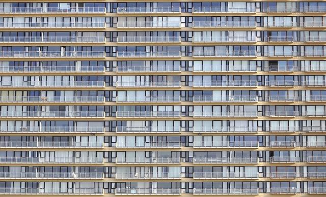 panelák s balkony