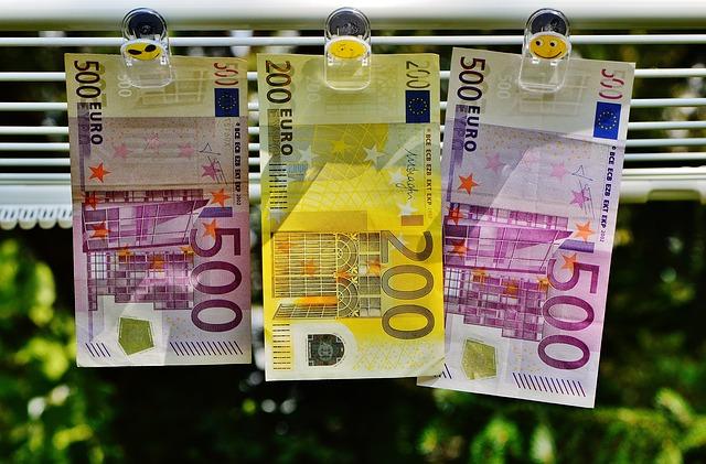 Co dělat, když poškodíte bankovku? Záleží na poškození.